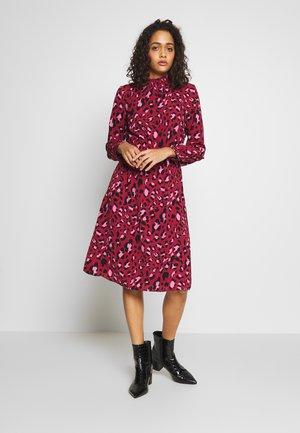 ONLNOVA SMOCK HIGH DRESS  - Kjole - cordovan