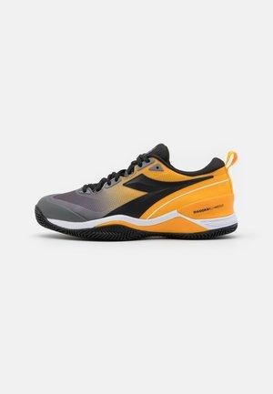 SPEED BLUSHIELD 5 CLAY - Clay court tennis shoes - saffron/black/quiet shade