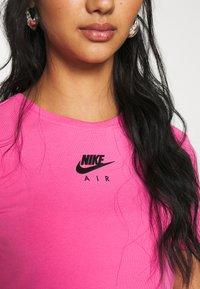 Nike Sportswear - AIR CROP - Triko spotiskem - pinksicle/black - 5
