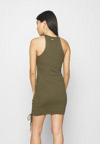 Guess - ALEXA TIE  - Shift dress - khaki - 2