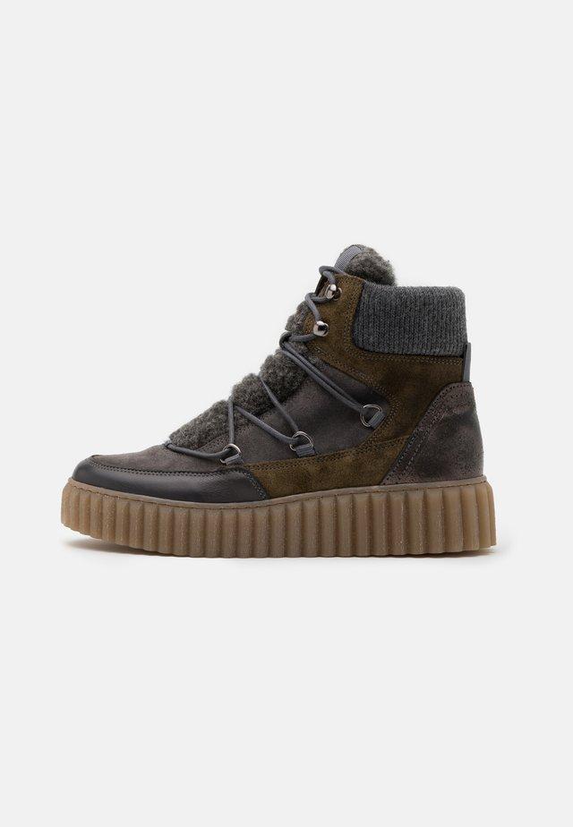 BIANCA - Kotníkové boty na platformě - khaki