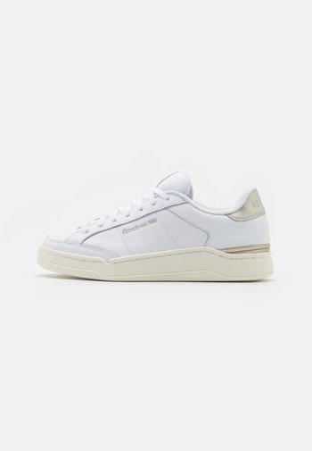 COURT - Sneakersy niskie - footwear white/grey/chalk