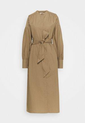 BAILEY - Sukienka koszulowa - camel