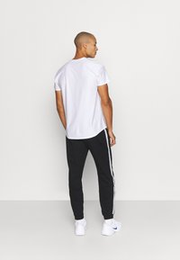 Lacoste Sport - PANT TAPERED - Tracksuit bottoms - black - 2
