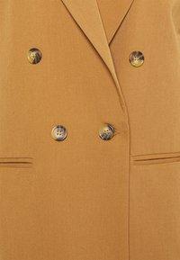 Soft Rebels - LUCCA VEST - Waistcoat - dijon - 2