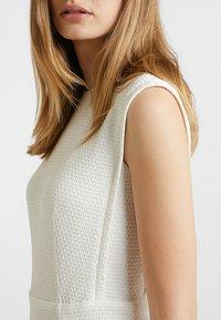 Esprit Collection - TEXTURED DRESS - Etuikleid - white - 4
