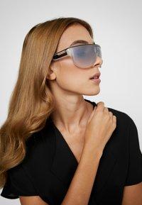 Marc Jacobs - Sluneční brýle - crystal - 3