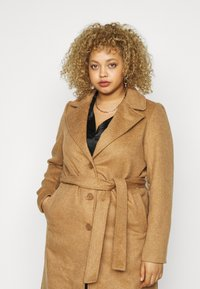 Pieces Curve - PCSISUN JACKET - Classic coat - toasted coconut - 4