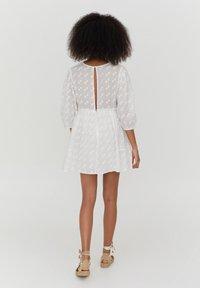 PULL&BEAR - MIT SPITZE - Day dress - white - 2