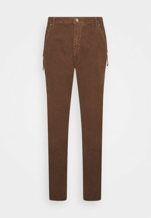CORRY BAIILY FIT - Trousers - carafe