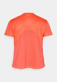 Nike Performance - DRY MILER PLUS - Camiseta básica - bright mango/reflective silver - 1
