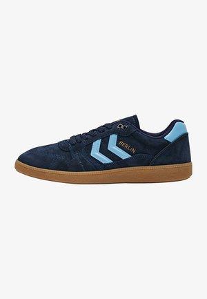 HB TEAM  - Sneakersy niskie - peacoat