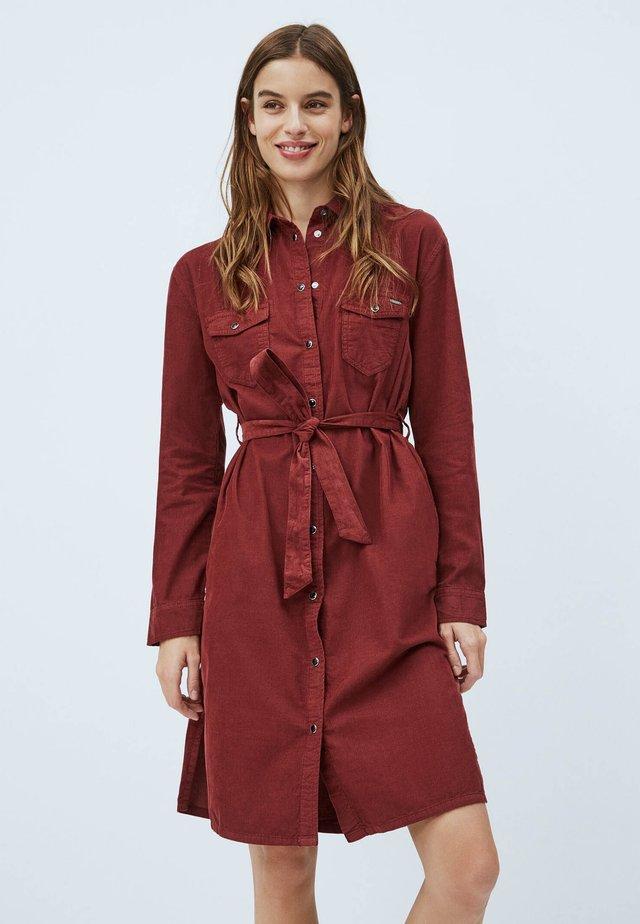 AMELIA - Denimové šaty - bordeaux