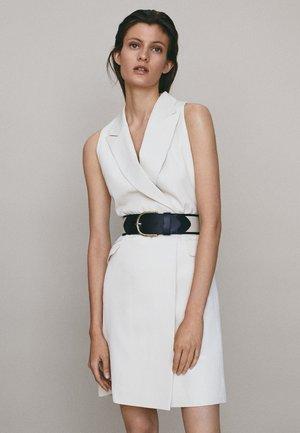 MIT GÜRTEL - Day dress - white