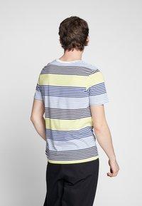 Jack & Jones - JCOARAF TEE CREW NECK - Camiseta estampada - sulphur spring - 2