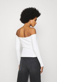 Nly by Nelly - OFF SHOULDER - Long sleeved top - white - 2