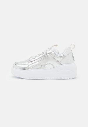 VEGAN FLAT SMPL 2.0 - Sneakersy niskie - silver