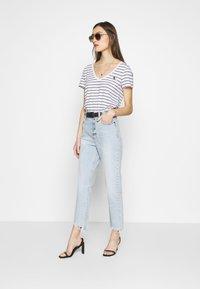 Abercrombie & Fitch - SHANK CURVE - Bootcut jeans - light destroy - 1