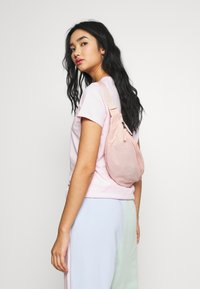 Nike Sportswear - HERITAGE HIP PACK - Bum bag - washed coral/white - 4
