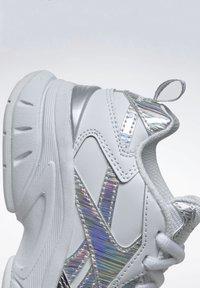 Reebok - AXT TRAINER CORE TRAINING - Zapatillas para caminar - white - 10