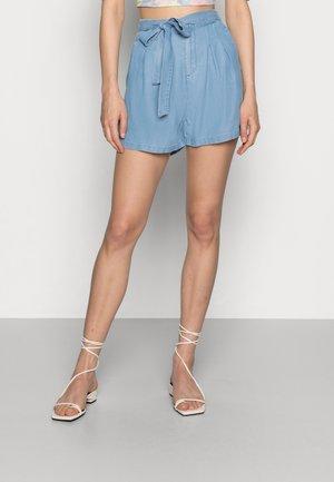 VMMIA LOOSE SUMMER - Shorts - light blue denim