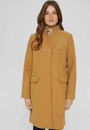 AUS RECYCELTEM MIX MIT STEHKRAGEN - Classic coat - camel