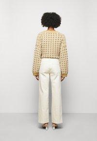 House of Dagmar - ALBA - Flared jeans - ecru - 2