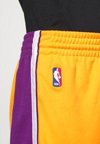 Mitchell & Ness - LA LAKERS NBA AUTHENTIC - Short de sport - light gold - 5