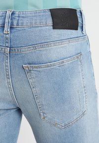 Gym King - DISTRESSED - Jeans Skinny Fit - light wash blue - 3