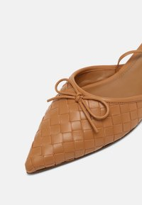 Who What Wear - EVELYN - Pantofle - camel - 7