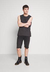Diesel - THOSHORT - Szorty jeansowe - black - 0