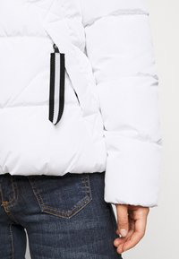 ONLY Petite - ONLMONICA PLAIN JACKET  - Lehká bunda - bright white - 5