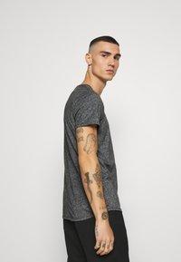 Tommy Jeans - ESSENTIAL JASPE TEE - T-shirt basic - black - 4