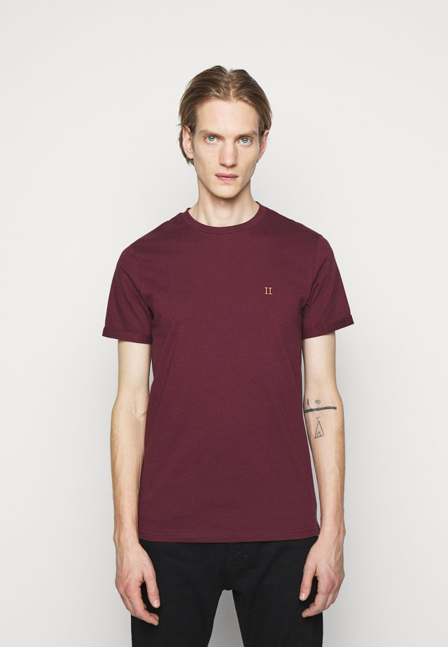 NØRREGAARD - Basic T-shirt - burgundy