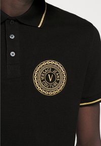 Versace Jeans Couture - ADRIANO LOGO - Polo shirt - nero - 6