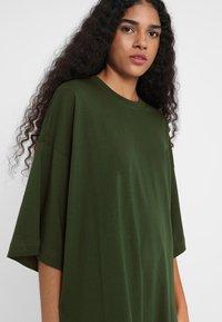 Weekday - HUGE - Jersey dress - green dark - 4