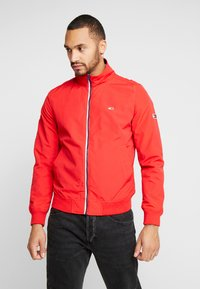 Tommy Jeans - ESSENTIAL JACKET - Summer jacket - racing red - 0