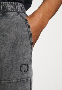 Criminal Damage - ESSENTIAL DISTRESSED - Tracksuit bottoms - washed black - 6