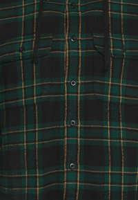American Eagle - HOODED ALM PLAID OVERSHIRT - Vapaa-ajan kauluspaita - green - 3