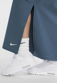 Nike Sportswear - Blyantskjørt - ash green - 5