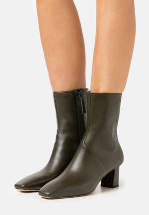 TESS SQUARE TOE BOOT - Kotníkové boty - dark green