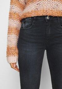 Le Temps Des Cerises - Slim fit jeans - black/blue - 3