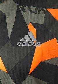 adidas Performance - RESPONSE PRIMEGREEN RUNNING SHORT SLEEVE TEE - Print T-shirt - legacy green/signal orange - 2