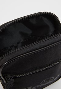 Ellesse - TEMPLETON - Across body bag - black mono - 4