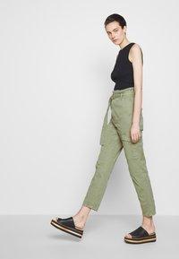 Frame Denim - SAFARI WIDE LEG TROUSER - Pantalon classique - waod - 4