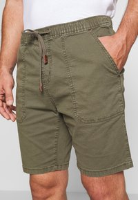 INDICODE JEANS - THISTED - Shorts - dark green - 3