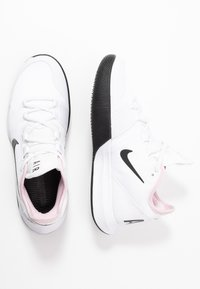 Nike Performance - COURT AIR MAX WILDCARD - Kengät kaikille alustoille - white/black/pink foam - 1