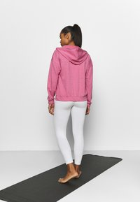 Nike Performance - CORE COLLECTION COVERUP - Jersey con capucha - desert berry/heather/lt arctic pink - 2