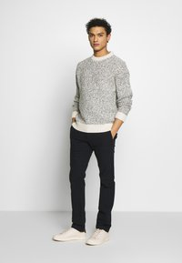J.CREW - J.CREW STRETCH BRUSHED BROKEN TWILL - Chinot - navy grey donegal - 1