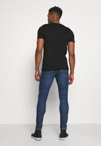 Levi's® - 519™ EXT SKINNY HI BALLB - Jeans Skinny Fit - blue denim - 2